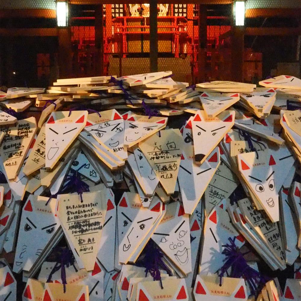 Family on trip - amuleti a Fushimi Inari Taisha